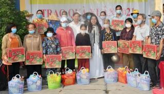 Trao 126 phần quà cho người nghèo, gia đình chính sách tại xã Tường Đa
