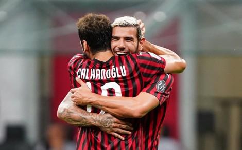 Sau Ibrahimovic, thêm 2 ngôi sao AC Milan dương tính Covid-19
