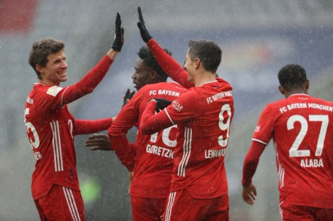 Lewandowski ghi bàn, Bayern dứt mạch thua
