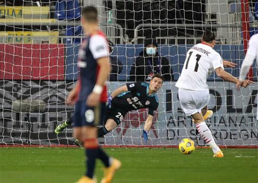 Ibrahimovic tỏa sáng, Milan giữ vững ngôi đầu