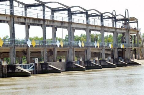 Đầu tư các công trình thủy lợi khắc phục hạn mặn