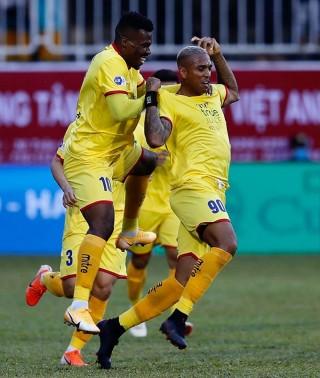 Kiatisak có chiến thắng đầu ở V.League 2021