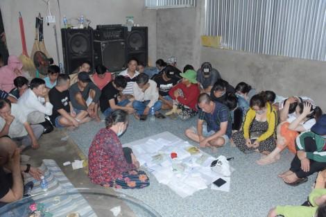 Bắt quả tang vụ đánh bạc tại huyện Mỏ Cày Bắc