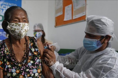 Thế giới gần 100 triệu ca bệnh, các nước mạnh tay kiểm soát biến thể mới