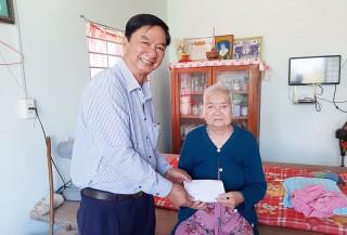 Thăm, tặng quà Tết gia đình chính sách, hộ nghèo