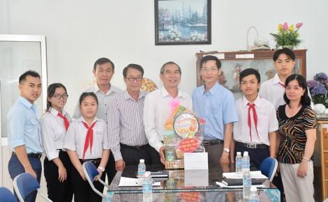 Ban Văn hóa - Xã hội HĐND tỉnh thăm và chúc Tết Trường Nuôi dạy trẻ khuyết tật
