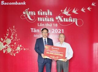 Sacombank Chi nhánh Bến Tre trao tặng 160 phần quà Tết