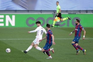 "Real Madrid thua ""sốc"" Levante"