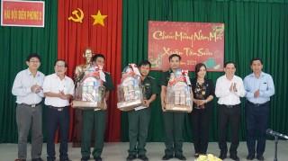 Chủ tịch UBND tỉnh thăm, chúc Tết cán bộ, chiến sĩ Đồn Biên phòng Hàm Luông