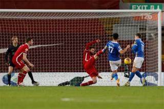 Lại thua sốc trên sân nhà, Liverpool thất thế trong cuộc đua vô địch