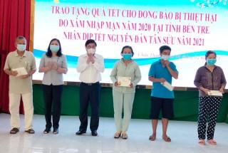Lãnh đạo UBND TP. Hồ Chí Minh tặng quà Tết cho bà con huyện Châu Thành