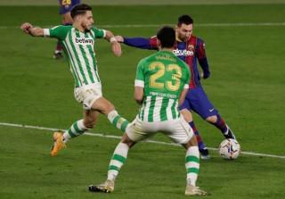 Messi từ ghế dự bị vào giúp Barca giành 3 điểm