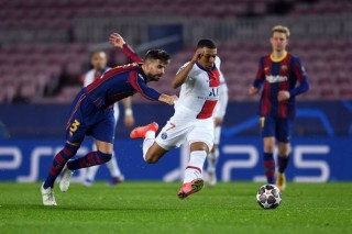 Tin bóng đá ngày 17-2-2021: Mbappe đánh sập Camp Nou, sao MU cam kết tương lai