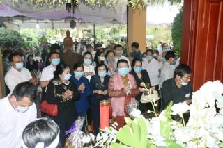 Các tổ chức, người dân đến viếng nguyên Phó thủ tướng Chính phủ Trương Vĩnh Trọng