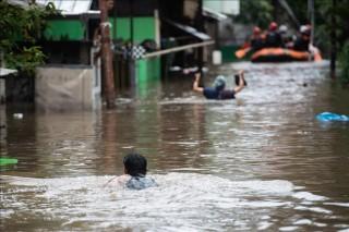 Lũ lụt nghiêm trọng khiến 5 người thiệt mạng ở thủ đô Jakarta, Indonesia