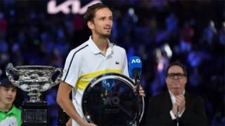 Daniil Medvedev lần đầu vào top ba thế giới