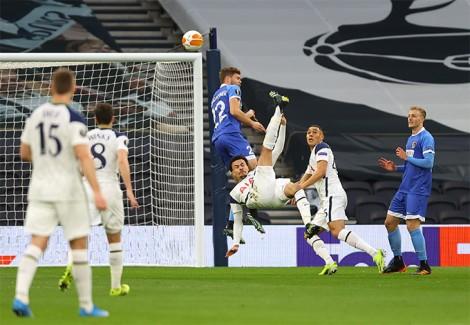 Bale và Alli đưa Spurs vào vòng 1/8