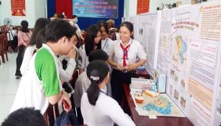 Đổi mới, tăng cường giáo dục văn hóa truyền thống cho thế hệ trẻ