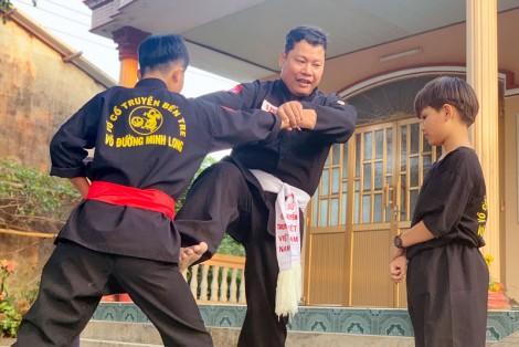 Lớp dạy võ miễn phí ở xã Bình Thới