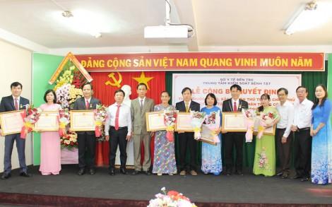 Công bố Quyết định danh hiệu Thầy thuốc ưu tú, bằng khen Thủ tướng Chính phủ