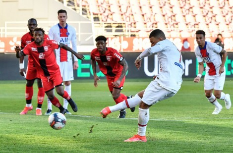 Mbappe lập cú đúp, PSG áp sát đội đầu bảng