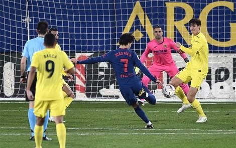 Bắn thủng Tàu ngầm vàng, Atletico lại hơn Barca 5 điểm