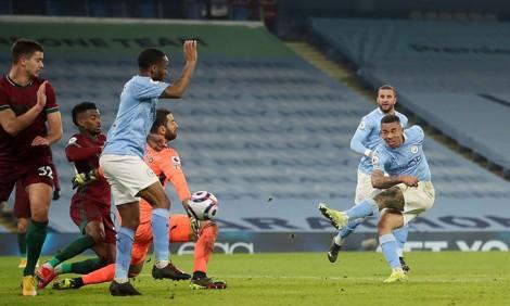 Man City thắng đậm Wolves