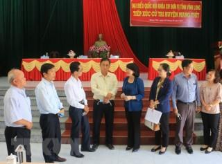 Phó chủ tịch nước Đặng Thị Ngọc Thịnh tiếp xúc cử tri tại Vĩnh Long