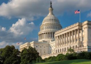 Quốc hội Mỹ thông qua gói cứu trợ COVID-19, qui mô lớn nhất 1 thế hệ