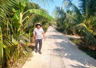Anh Phan Văn Sử hiến 1.200m2 đất làm giao thông nông thôn