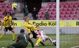 Haaland lập cú đúp, giúp Dortmund thoát thua trước Cologne