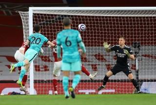 Man City tiến gần đến ngôi vô địch, Liverpool hủy diệt Arsenal