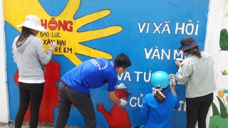 Vẽ tranh cổ động tuyến đường Bà Nhựt, thị trấn Bình Đại