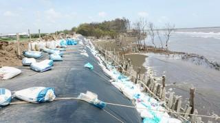 Sạt lở bờ biển đe dọa cuộc sống của người dân