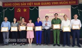 Ba Tri sơ kết 5 năm thực hiện Chỉ thị 05 của Bộ Chính trị