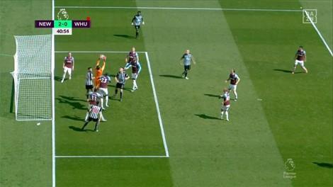 Sai lầm ở hàng thủ West Ham