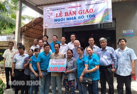 Trao nhà tình thương cho anh Nguyễn Văn Sóc, xã Hưng Khánh Trung A
