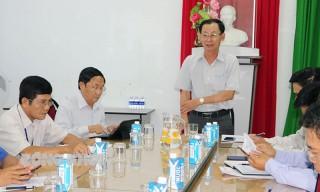 Phó chủ tịch UBND tỉnh Nguyễn Minh Cảnh làm việc với Chi cục Thủy sản