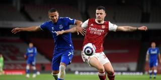 Arsenal rời xa top 4 Ngoại hạng Anh