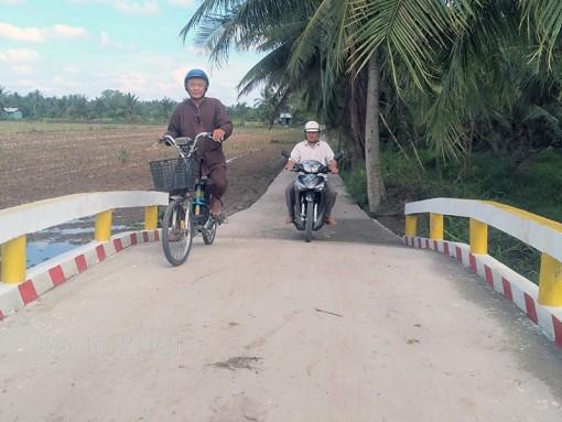 Ông Năm Quý nhiệt tình đóng góp xây dựng cầu, đường nông thôn