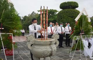 Lãnh đạo tỉnh viếng, dâng hương tại Nghĩa trang liệt sĩ tỉnh