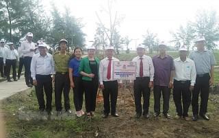 Trồng cây xanh nhân kỷ niệm 70 năm Ngày thành lập ngành ngân hàng Việt Nam