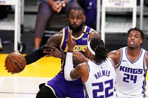 LeBron James trở lại, vẫn lợi hại nhưng không thể xoay chuyển tình thế cho LA Lakers