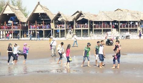 Lượng khách du lịch tham quan cồn Bửng tăng