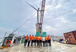 Chủ tịch UBND tỉnh Trần Ngọc Tam thăm Nhà máy điện gió số 5