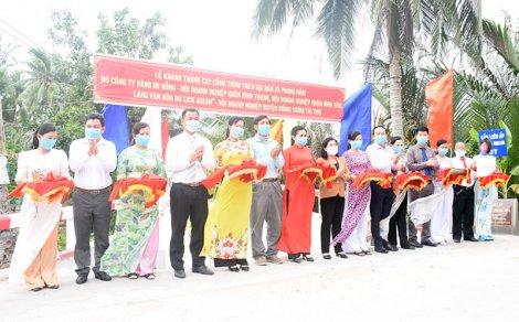Phong Nẫm khánh thành 4 cây cầu và trao tặng 5 nhà tình thương