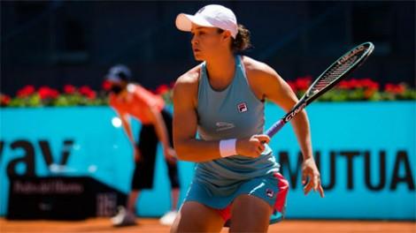 Ashleigh Barty tái đấu Aryna Sabalenka ở chung kết Madrid Open 2021