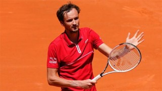 Tay vợt số hai thế giới Daniil Medvedev bị loại ở trận ra quân tại Rome