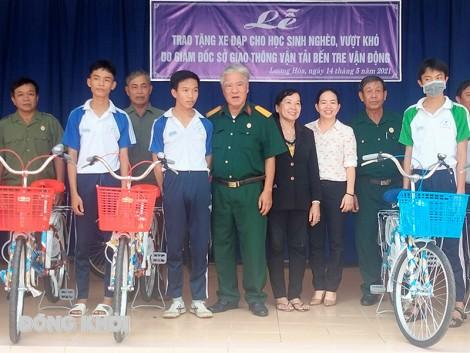 Trao 20 xe đạp cho học sinh nghèo