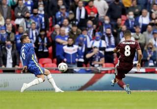 Hút chết phút cuối, Bầy cáo giành cúp FA 2020/21